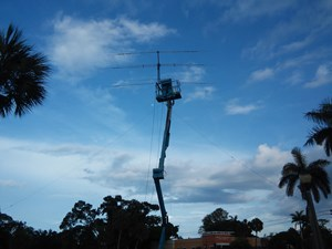 Tri-Band Antenna On Lift
